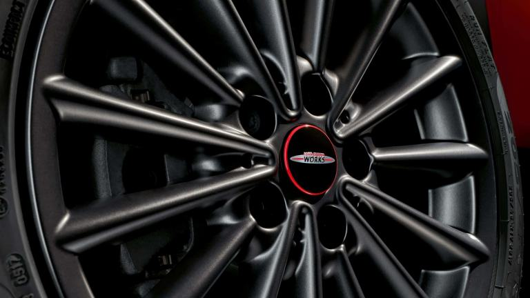 JCW wheels and tyres – floating hub cap
