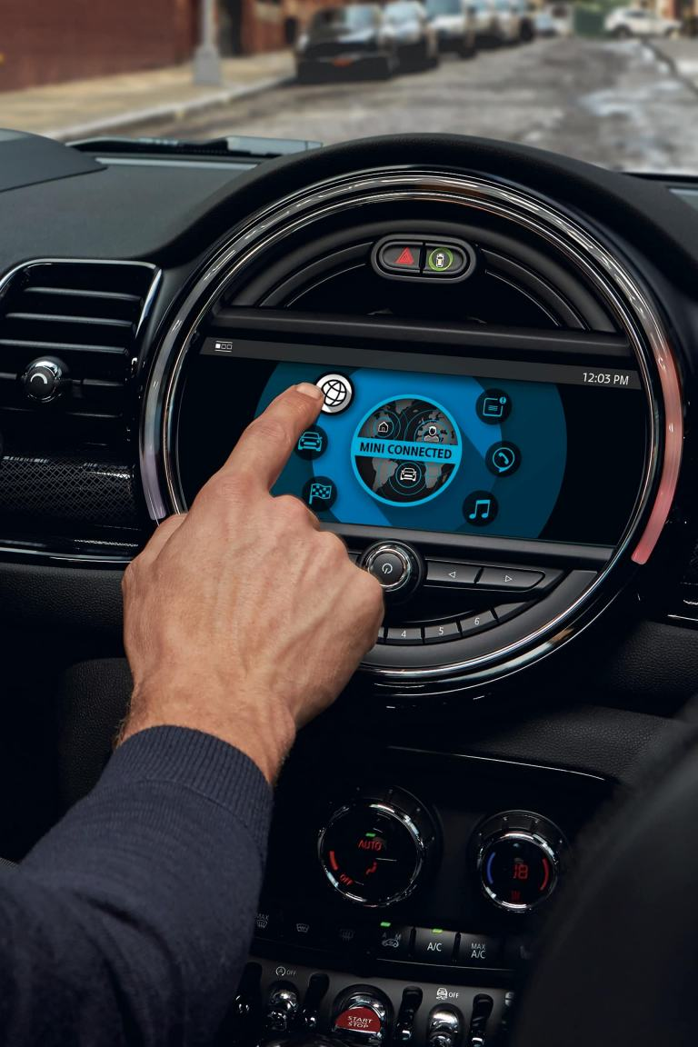 MINI Clubman - interni - cruscotto centrale con schermo touch